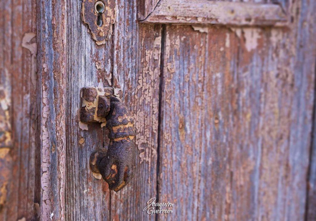 Batente em porta velha