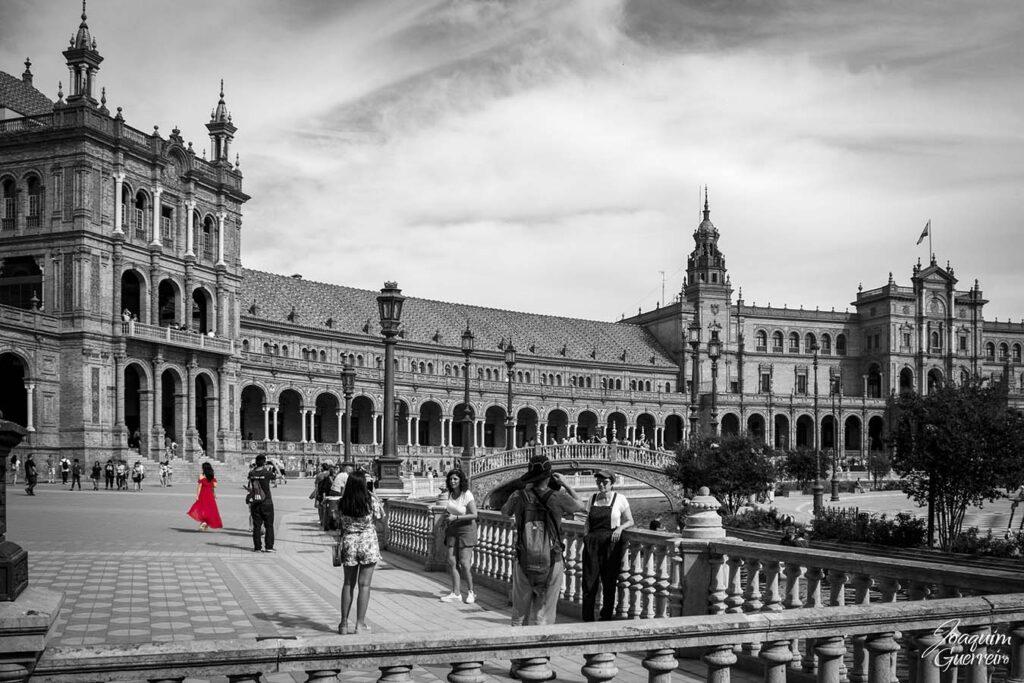 Plaza de España Sevilha - mulher de vermelho