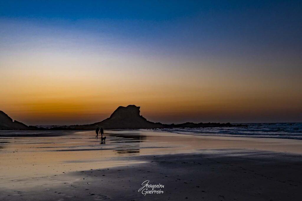 Pessoas na praia da Ponta Ruiva - Algarve